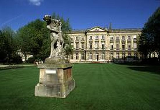 Mairie jardin bordeaux for Hotel piscine bordeaux