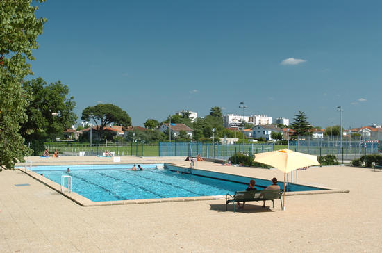 Piscine st h lin piscines et baignades sports et for Piscine de grand champ
